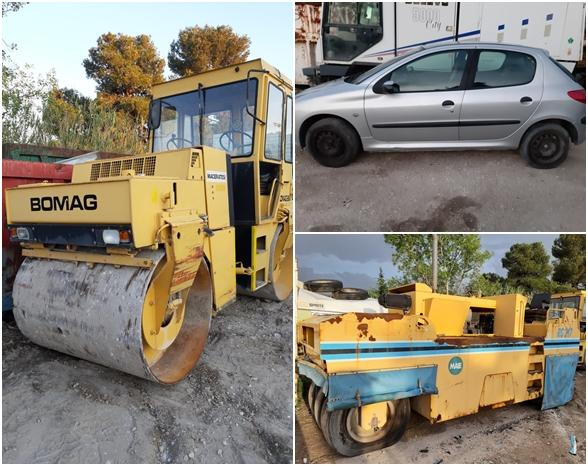 Earth moving machine, vehicles and trailer